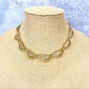 Lisner gold tone vintage collar style necklace